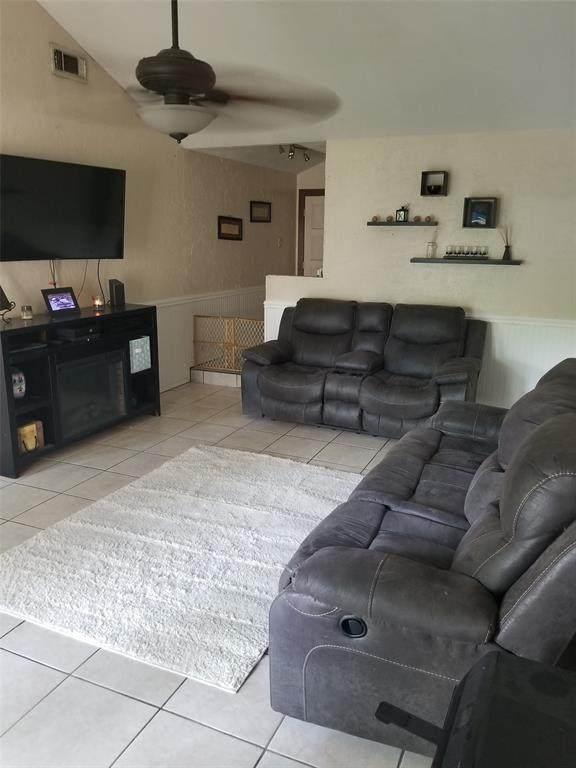 2015 Rimrock Street, Kemah, TX 77565 (MLS #8478771) :: Homemax Properties