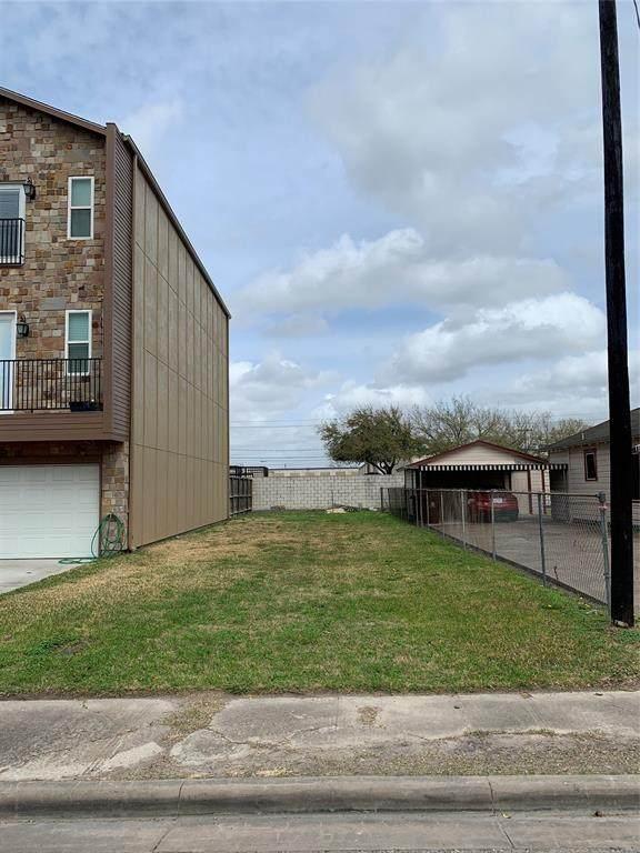 111 E 33rd Street, Houston, TX 77018 (MLS #85506302) :: Guevara Backman