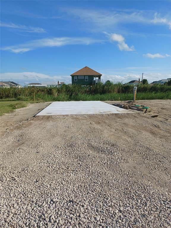 1950 Honeysuckle Lane, Crystal Beach, TX 77650 (MLS #85757009) :: Rachel Lee Realtor