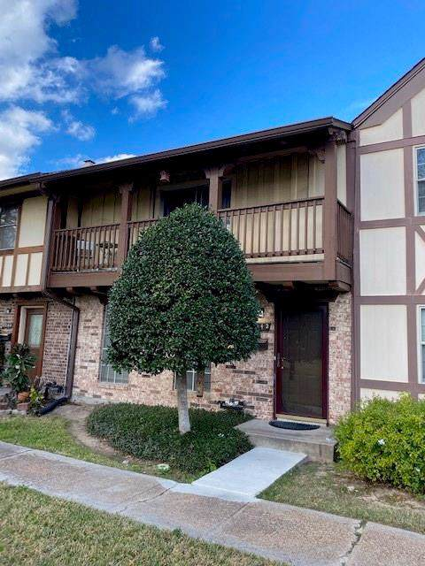 2242 Triway Lane #108, Houston, TX 77043 (MLS #8595376) :: The SOLD by George Team