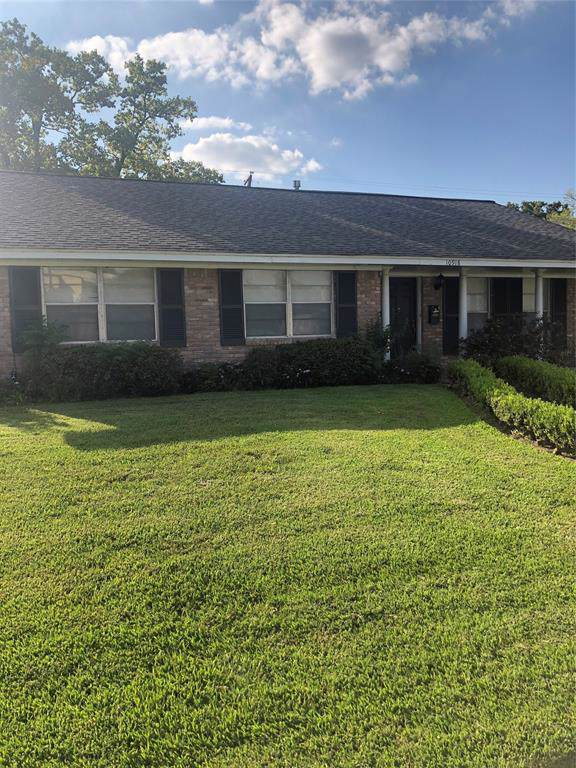 10918 Oasis Drive, Houston, TX 77096 (MLS #87374789) :: The Home Branch
