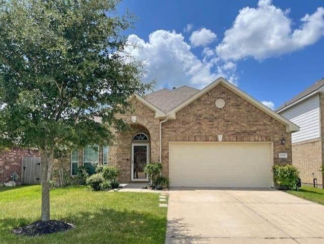 6816 Peach Mill Lane, Dickinson, TX 77539 (MLS #87712411) :: Rachel Lee Realtor