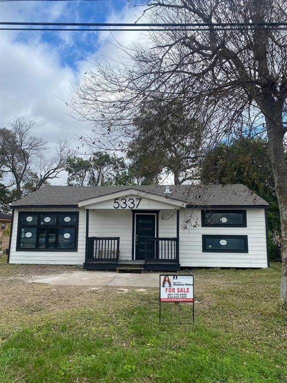 5337 Wenda Street, Houston, TX 77033 (MLS #88503369) :: Ellison Real Estate Team