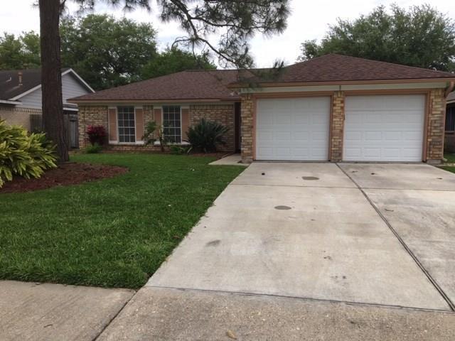 427 E Elder Vista Drive, Webster, TX 77598 (MLS #88549644) :: Rachel Lee Realtor
