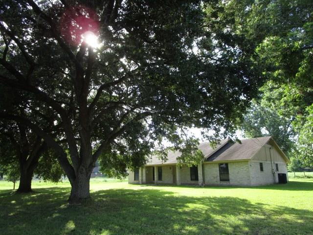 333 W Northline Street, La Grange, TX 78945 (MLS #89175633) :: The SOLD by George Team