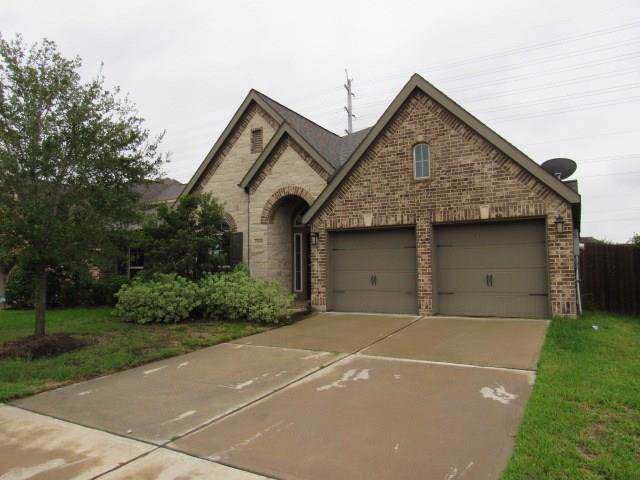 13608 Mooring Pointe Drive, Pearland, TX 77584 (MLS #89387896) :: Connect Realty