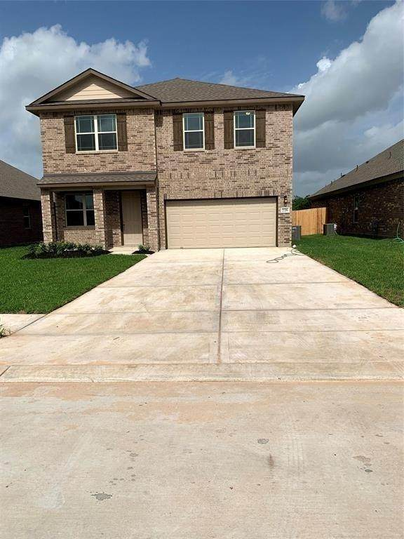 788 Rosewood Lane, Angleton, TX 77515 (MLS #89783790) :: The SOLD by George Team
