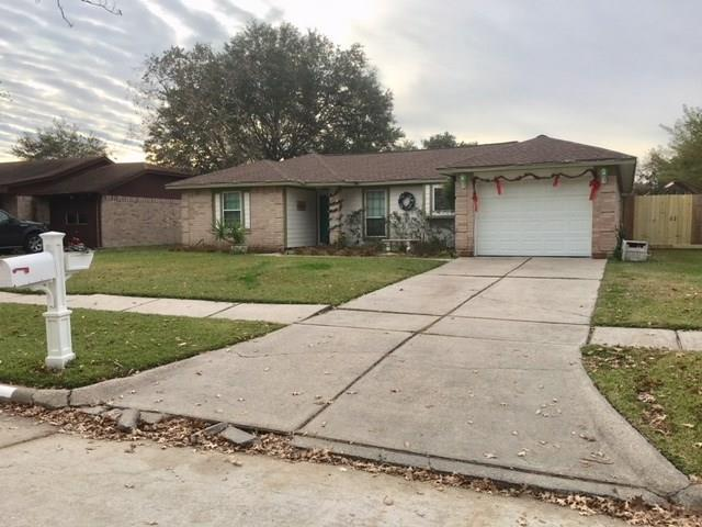2505 Drummer Drive, League City, TX 77573 (MLS #90840442) :: Team Parodi at Realty Associates