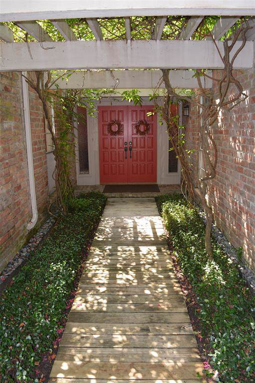 2010 Round Lake Drive, Houston, TX 77077 (MLS #92736556) :: Texas Home Shop Realty
