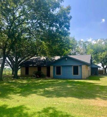 1901 County Road 152, Alvin, TX 77511 (MLS #93756779) :: The Sold By Valdez Team