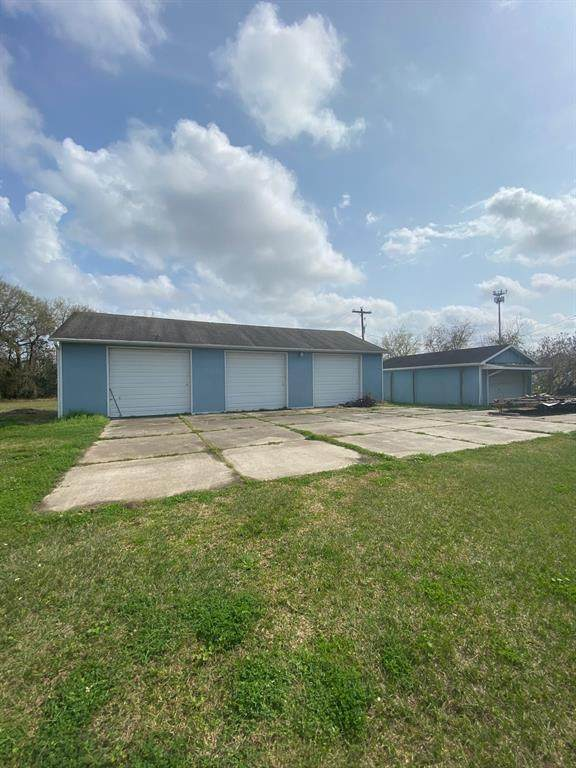 3001 Maryland Avenue, Dickinson, TX 77539 (MLS #93868303) :: The SOLD by George Team