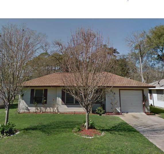 318 Cypress, Lake Jackson, TX 77566 (MLS #94228827) :: Ellison Real Estate Team