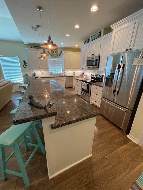 942 Palm Ridge Drive, Crystal Beach, TX 77650 (MLS #94299838) :: Christy Buck Team