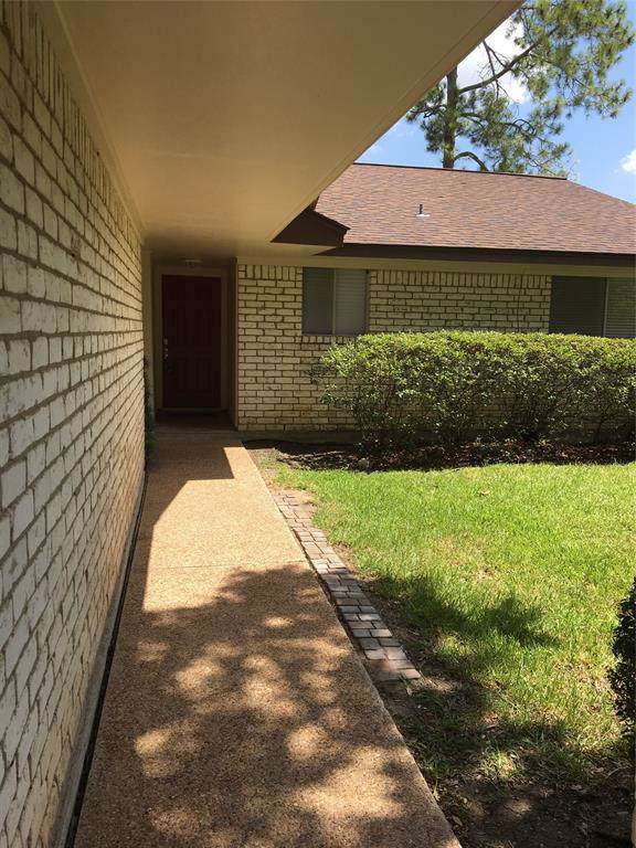 1817 E Laurel Oaks Drive, Richmond, TX 77469 (MLS #94443696) :: Texas Home Shop Realty