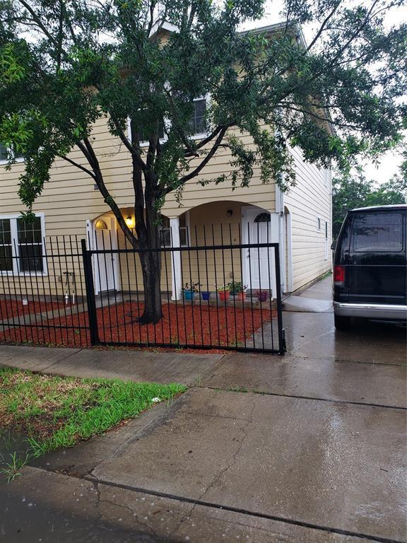 6835 Avenue L Avenue E, Houston, TX 77011 (MLS #94704445) :: The Sold By Valdez Team