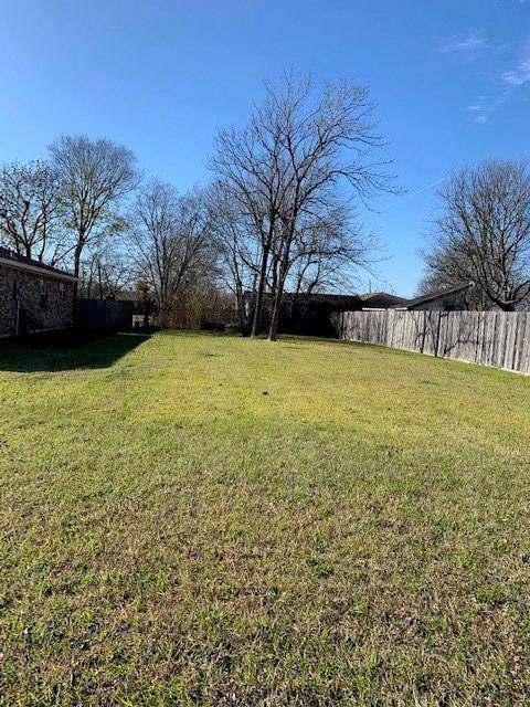 2106 Tracy Lane, Highlands, TX 77562 (MLS #94774984) :: The Heyl Group at Keller Williams