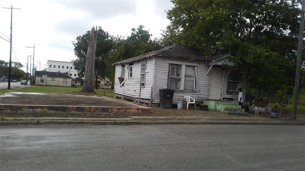 3000 Sampson Street - Photo 1