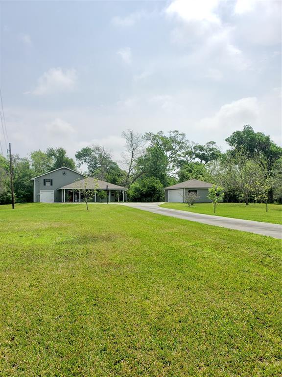 113 Schrader Lane, Lake Jackson, TX 77566 (MLS #95547739) :: The SOLD by George Team