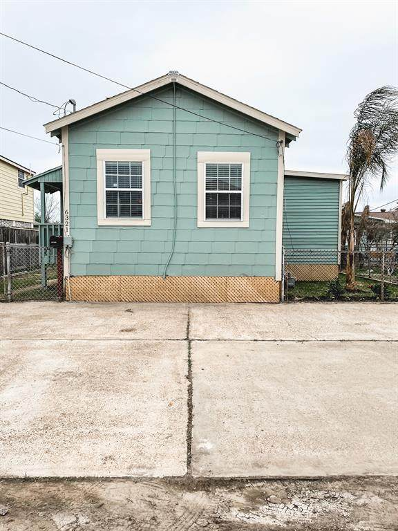 6321 Avenue P 1/2, Galveston, TX 77551 (MLS #96278286) :: Connell Team with Better Homes and Gardens, Gary Greene