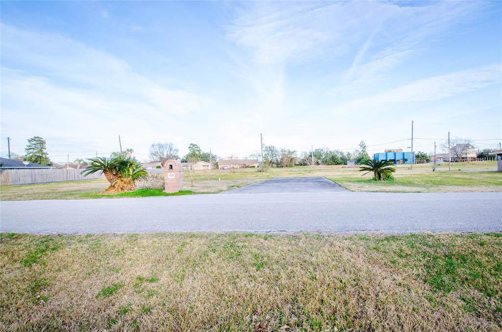 523 Burnett Drive - Photo 1