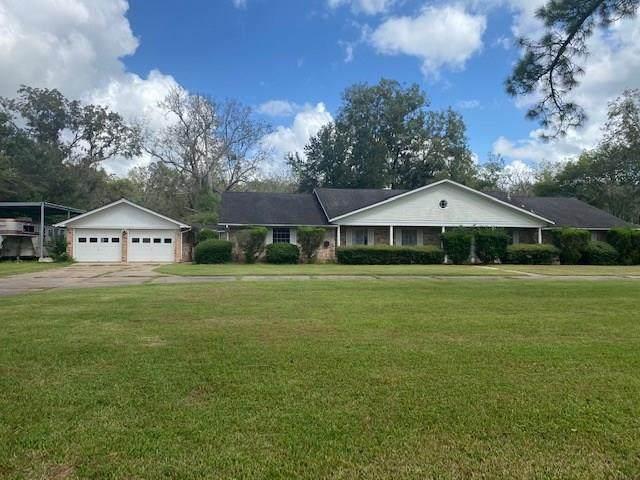 300 Westwood Road, Angleton, TX 77515 (MLS #97472395) :: Keller Williams Realty