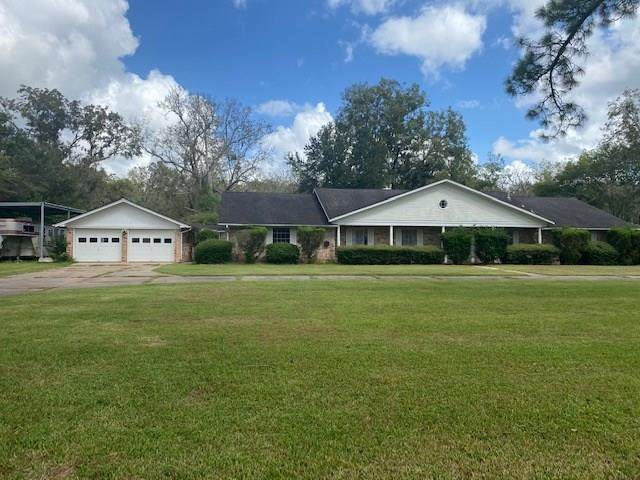 300 Westwood Road, Angleton, TX 77515 (MLS #97472395) :: Texas Home Shop Realty