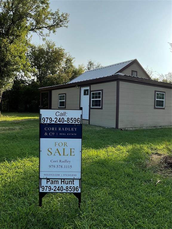 611 2nd Street, Palacios, TX 77465 (MLS #98027783) :: Texas Home Shop Realty