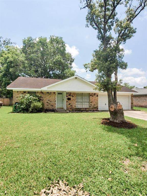 109 Tulip Trail, Lake Jackson, TX 77566 (MLS #9922269) :: The SOLD by George Team