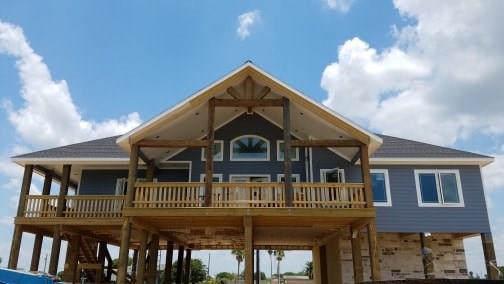 136 Stovall Drive, Palacios, TX 77465 (MLS #16106800) :: Texas Home Shop Realty