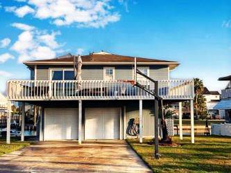 1326 Maui Drive, Tiki Island, TX 77554 (MLS #23479818) :: Texas Home Shop Realty