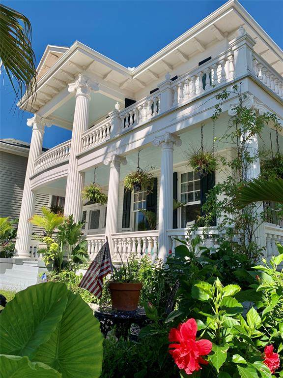 1112 Broadway St, Galveston, TX 77550 (MLS #30169486) :: The SOLD by George Team