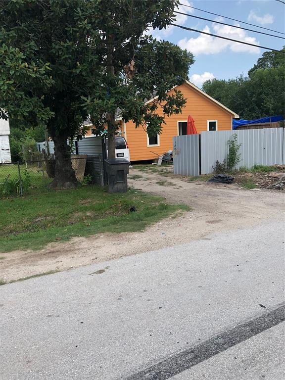 1025 E Glen Avenue E, Houston, TX 77088 (MLS #33849782) :: Ellison Real Estate Team