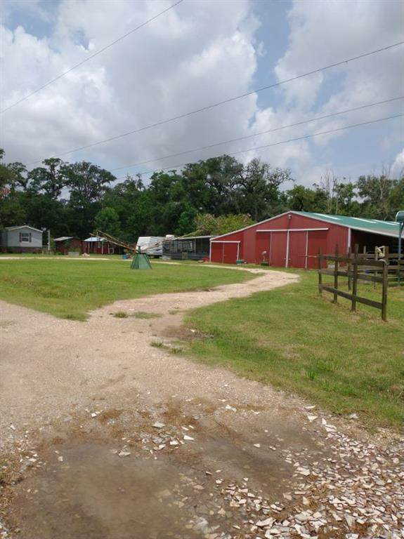 213 County Road 845, Angleton, TX 77515 (MLS #40553540) :: Keller Williams Realty