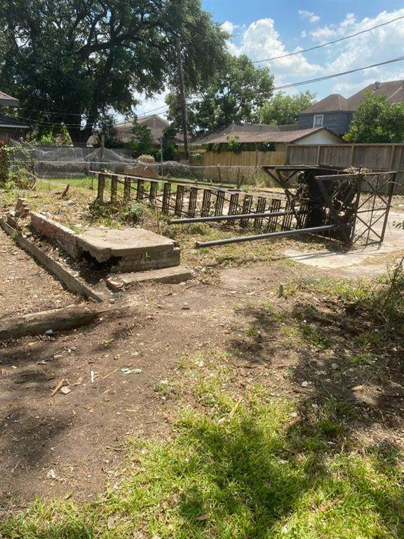 2402 Cleburne Street, Houston, TX 77004 (MLS #69239582) :: The SOLD by George Team