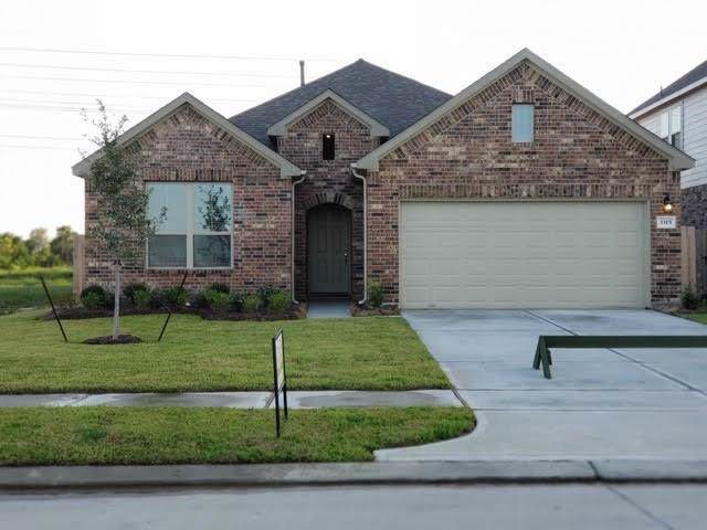 3315 Voyager Drive, Texas City, TX 77591 (MLS #70117411) :: The Jill Smith Team
