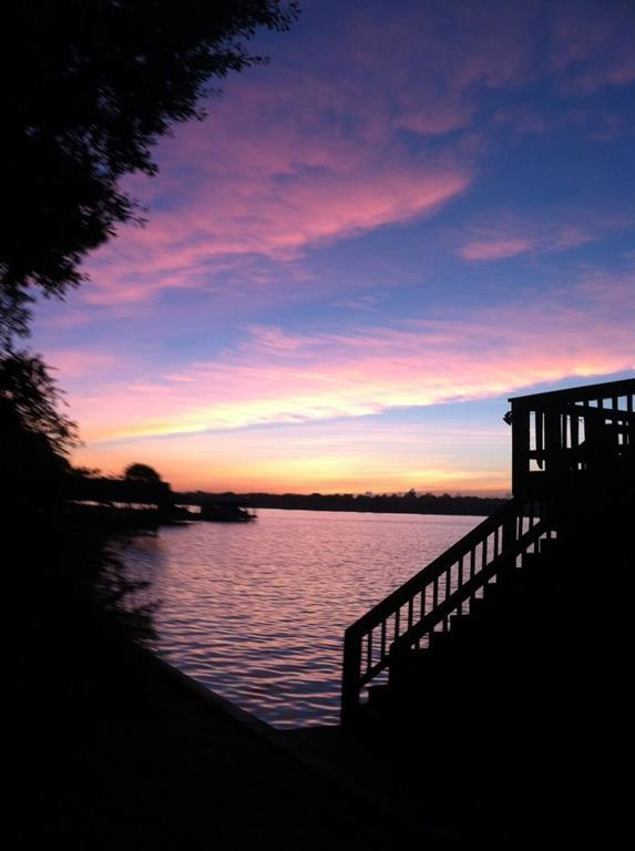 12160 Lake Vista Drive, Willis, TX 77318 (MLS #70987854) :: The Home Branch