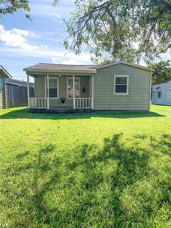 819 W 5th Street, Freeport, TX 77541 (MLS #7162208) :: The SOLD by George Team