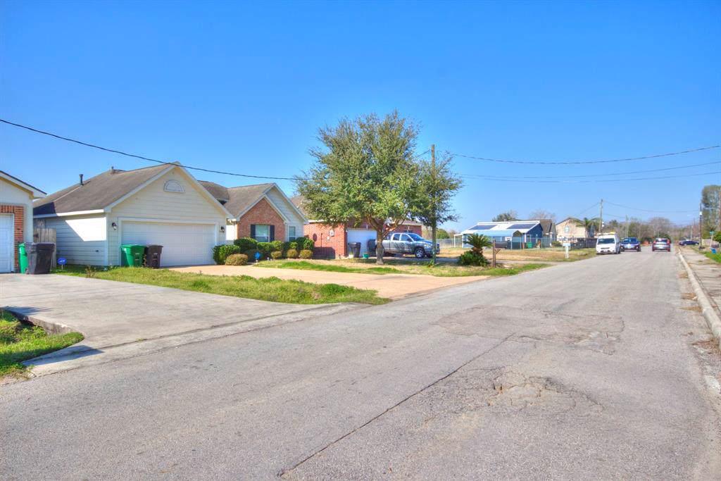 9605 Buffum Street - Photo 1