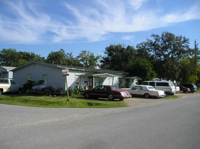 2901 Avenue F, Rosenberg, TX 77471 (MLS #94945289) :: Texas Home Shop Realty