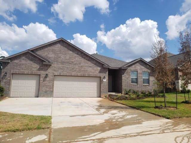 323 Red Maple Lane, Conroe, TX 77304 (MLS #59388455) :: The Home Branch