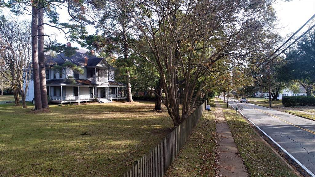 1104 Houston Avenue - Photo 1