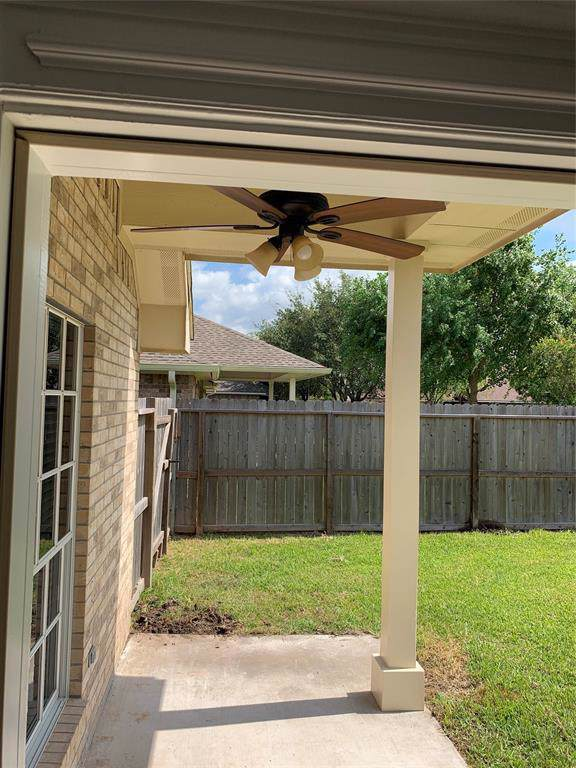 107 W Warbler Court, Richwood, TX 77531 (MLS #4003445) :: The SOLD by George Team