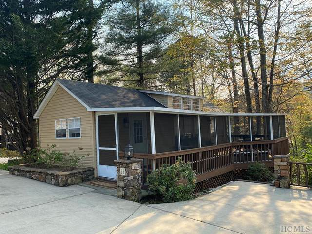 Lake Toxaway, NC 28747 :: Berkshire Hathaway HomeServices Meadows Mountain Realty