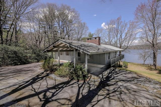 716 North East Shore Drive, Lake Toxaway, NC 28747 (MLS #85829) :: Lake Toxaway Realty Co