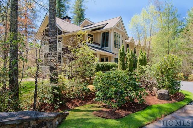 124 Village Walk #200, Highlands, NC 28741 (MLS #85936) :: Berkshire Hathaway HomeServices Meadows Mountain Realty