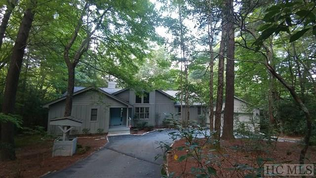 522 Toxaway Court, Lake Toxaway, NC 28747 (MLS #86885) :: Lake Toxaway Realty Co