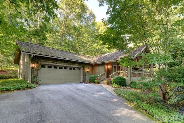 1135 Moorewood Road, Highlands, NC 28741 (MLS #86954) :: Landmark Realty Group