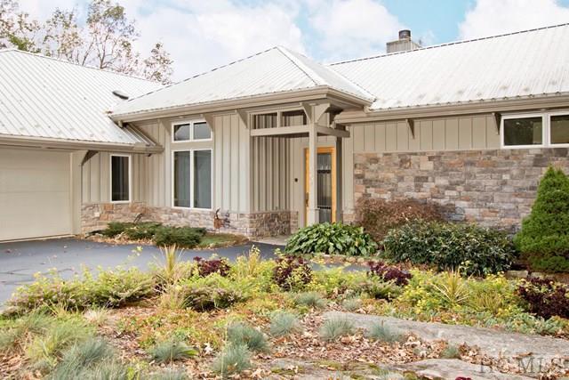 581 High Pinnacle Road, Cashiers, NC 28717 (MLS #87071) :: Lake Toxaway Realty Co