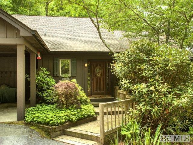 950 Cullasaja Club Drive, Highlands, NC 28741 (MLS #88232) :: Berkshire Hathaway HomeServices Meadows Mountain Realty