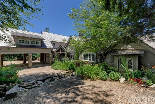 896 Ravenel Ridge Road, Highlands, NC 28741 (MLS #88281) :: Berkshire Hathaway HomeServices Meadows Mountain Realty
